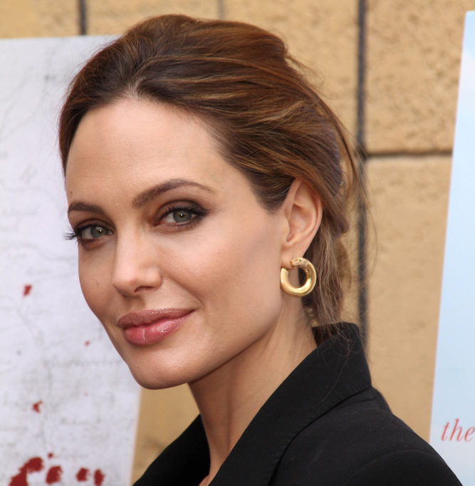 You are currently viewing Angelina Jolie Personal Life